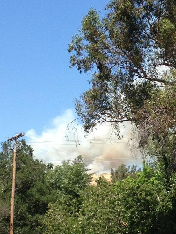 Orinda+fire+in+the+hills%2C+firemen+responding+to+th...
