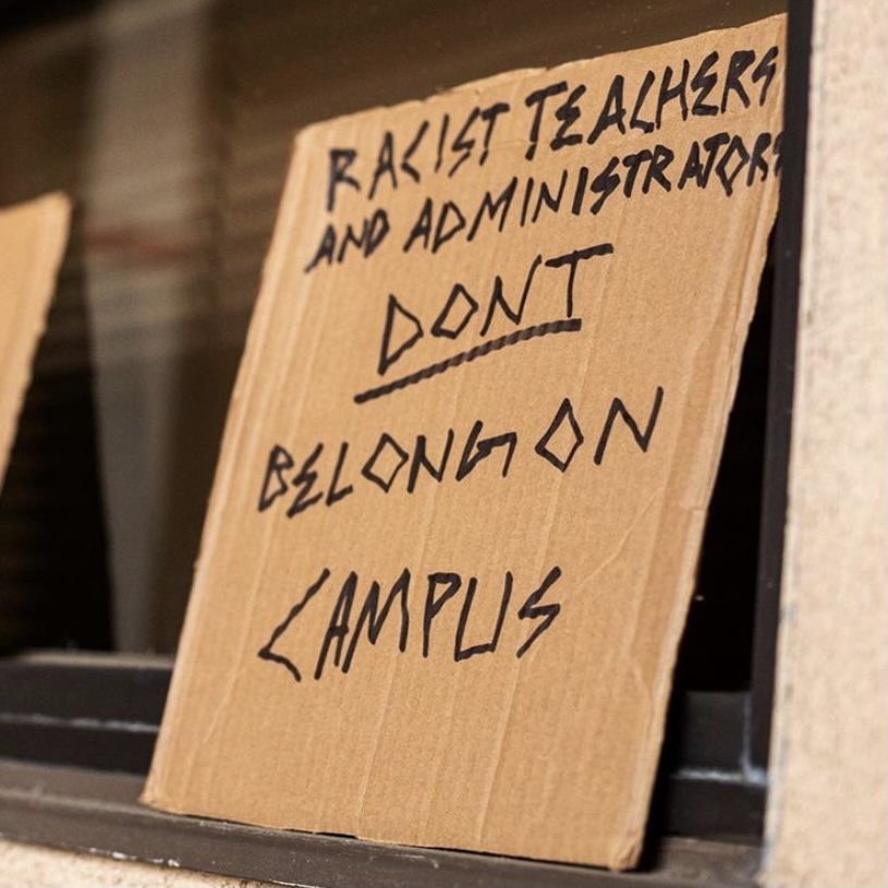 Las Lomas Reform Puts Up Cardboard Signs to Advocate for Cultural Reform
